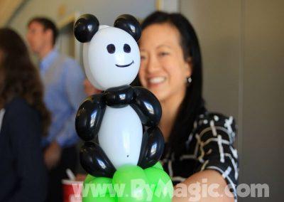 balloon-panda-bracelet-by-balloon-artist-Perry-Yan-www.Pymagic.com_